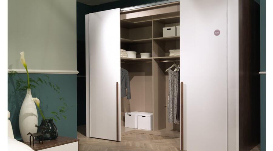 Begehbarer Schwebetüren- Kleiderschrank Ineo 294 cm von Welle Möbel